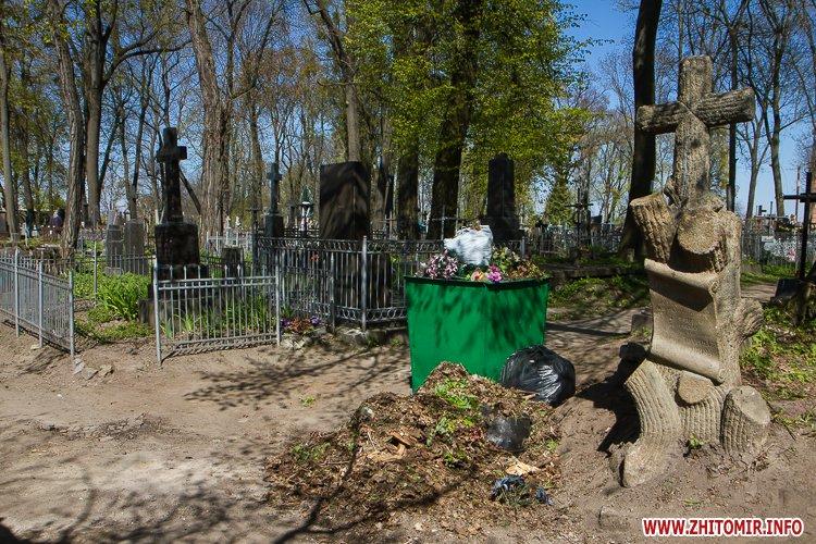 rys kladbize 06 - Руське кладовище у Житомирі перед поминальними днями. Фоторепортаж