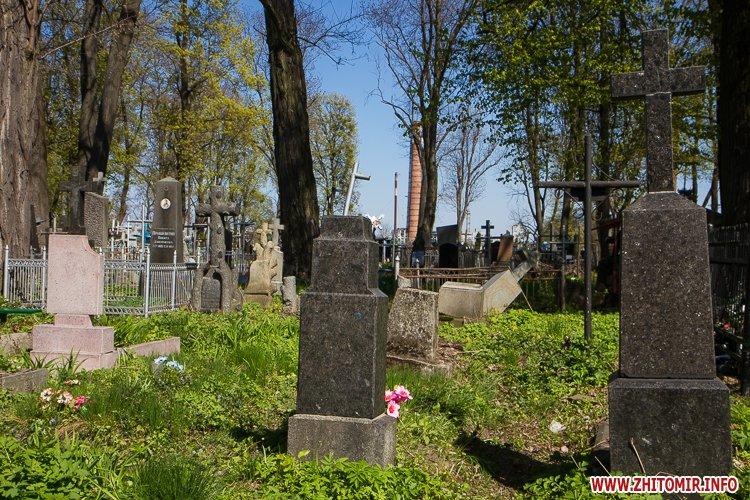 rys kladbize 07 - Руське кладовище у Житомирі перед поминальними днями. Фоторепортаж