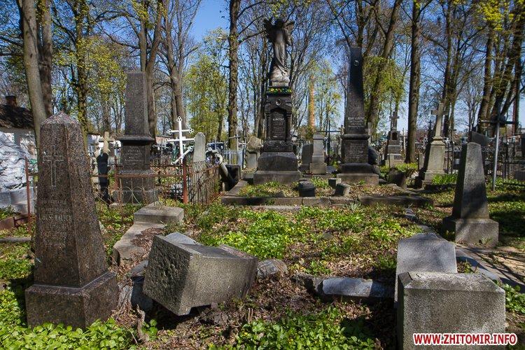 rys kladbize 15 - Руське кладовище у Житомирі перед поминальними днями. Фоторепортаж