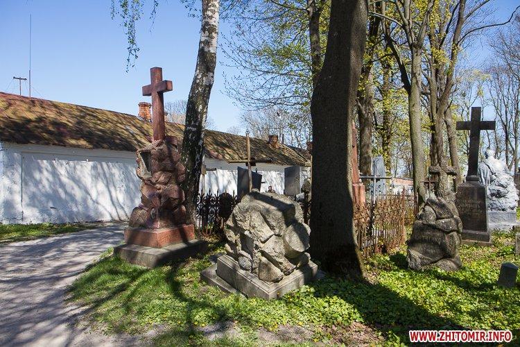 rys kladbize 16 - Руське кладовище у Житомирі перед поминальними днями. Фоторепортаж