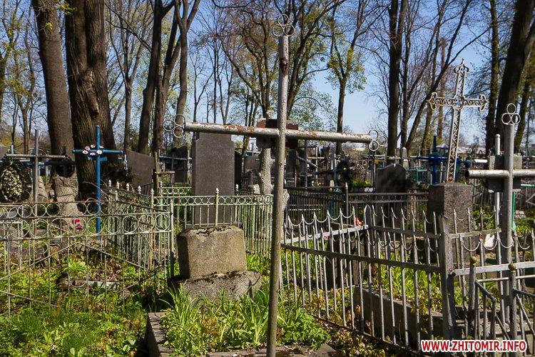 rys kladbize 18 - Руське кладовище у Житомирі перед поминальними днями. Фоторепортаж