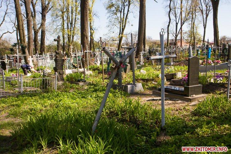 rys kladbize 22 - Руське кладовище у Житомирі перед поминальними днями. Фоторепортаж