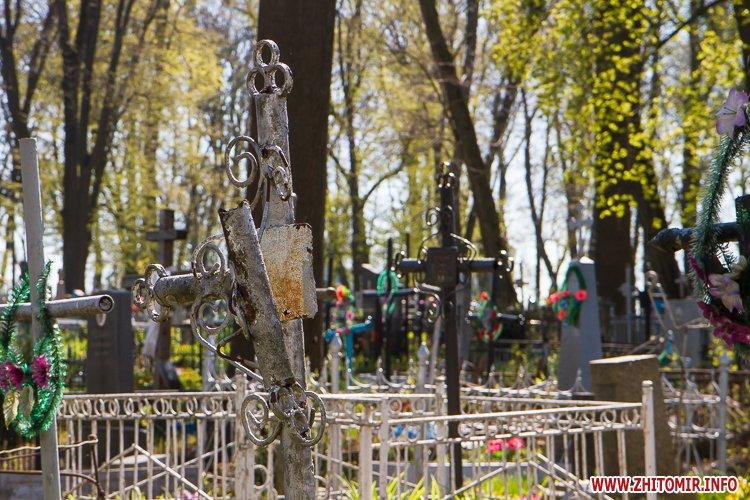rys kladbize 23 - Руське кладовище у Житомирі перед поминальними днями. Фоторепортаж