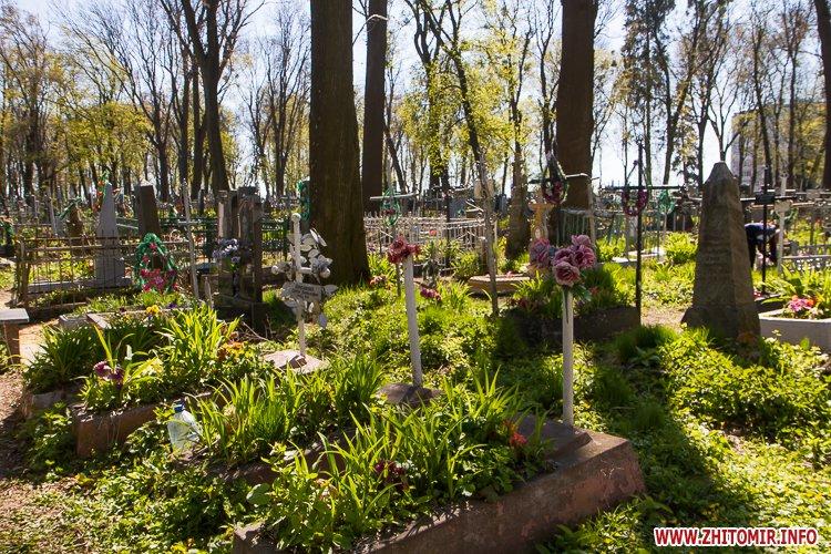 rys kladbize 24 - Руське кладовище у Житомирі перед поминальними днями. Фоторепортаж