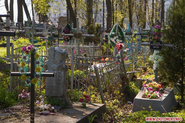 rys kladbize 26 - Руське кладовище у Житомирі перед поминальними днями. Фоторепортаж