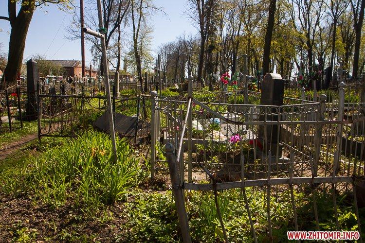 rys kladbize 29 - Руське кладовище у Житомирі перед поминальними днями. Фоторепортаж