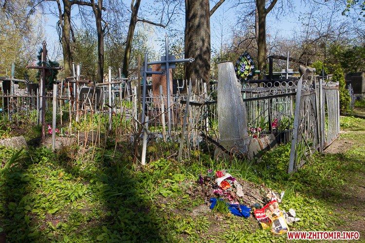 rys kladbize 30 - Руське кладовище у Житомирі перед поминальними днями. Фоторепортаж