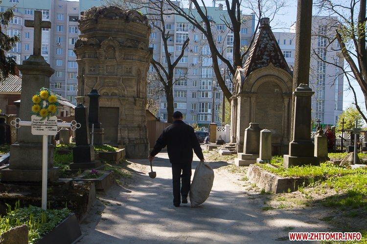 rys kladbize 35 - Руське кладовище у Житомирі перед поминальними днями. Фоторепортаж