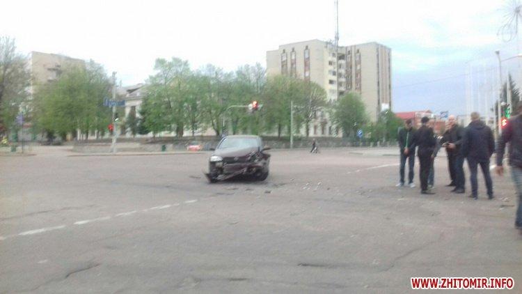 opel shvr - На перехресті в центрі Коростеня Opel зіштовхнувся з Skoda