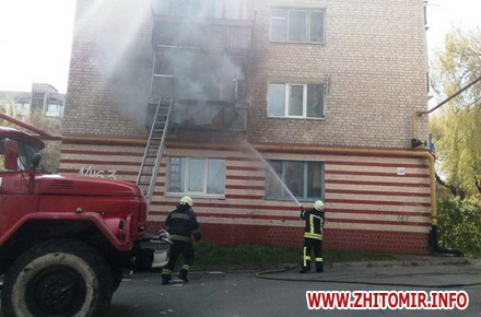 2017 04 2720170426balkon 3 w440 h290 - На Богунії у Житомирі рятувальники гасили пожежу на балконі багатоповерхівки