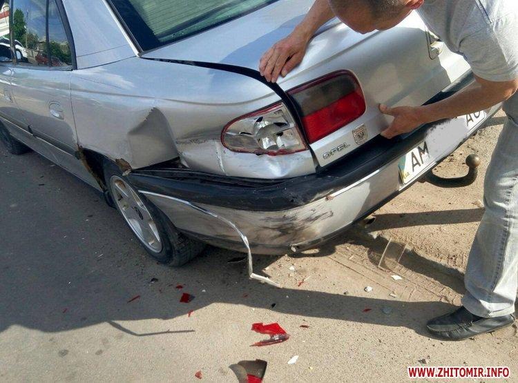 DPReshka 3 - У Житомирі п'яний водій на Seat врізався в припаркований Opel та намагався втекти з місця ДТП