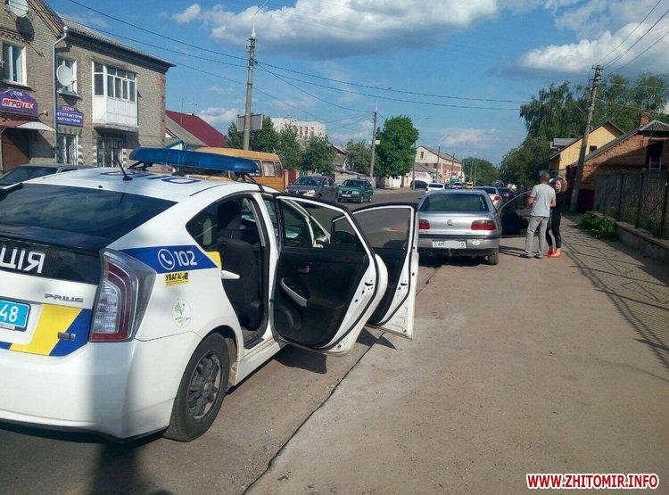 DPReshka 6 - У Житомирі п'яний водій на Seat врізався в припаркований Opel та намагався втекти з місця ДТП