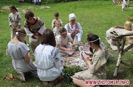 2017 05 26oceZ 30 w440 h290 - На Бабиній горі в Олевську відтворили прадавні обряди древлян: варили мед та водили хороводи