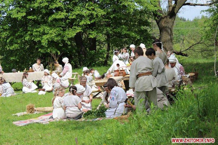 oceZ 03 - На Бабиній горі в Олевську відтворили прадавні обряди древлян: варили мед та водили хороводи