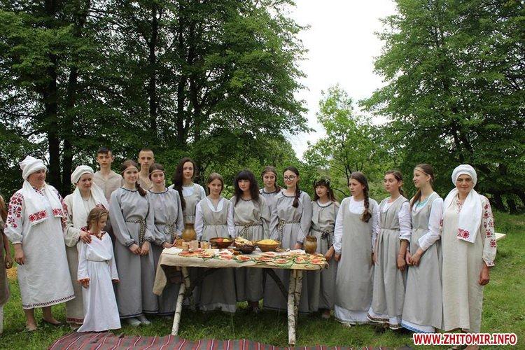 oceZ 04 - На Бабиній горі в Олевську відтворили прадавні обряди древлян: варили мед та водили хороводи