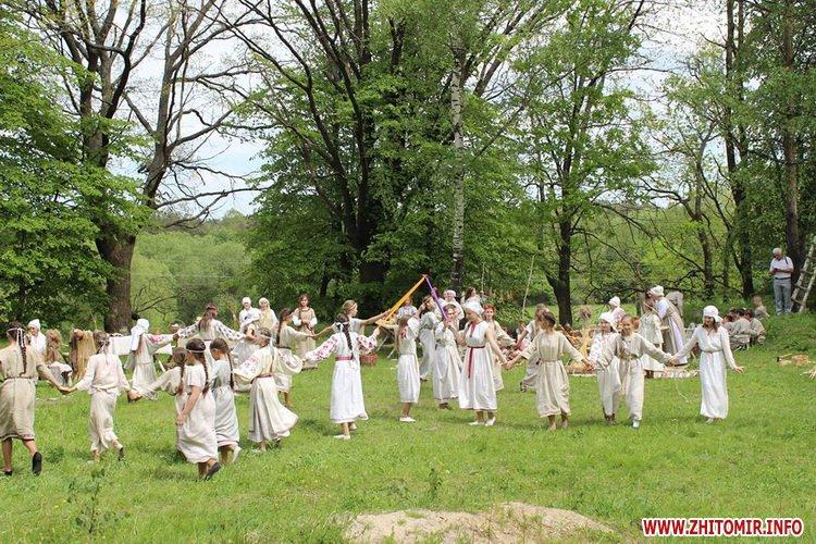 oceZ 05 - На Бабиній горі в Олевську відтворили прадавні обряди древлян: варили мед та водили хороводи