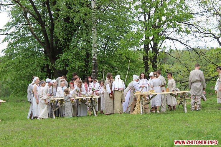 oceZ 06 - На Бабиній горі в Олевську відтворили прадавні обряди древлян: варили мед та водили хороводи