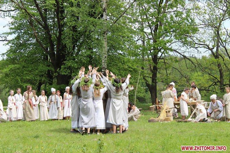 oceZ 08 - На Бабиній горі в Олевську відтворили прадавні обряди древлян: варили мед та водили хороводи