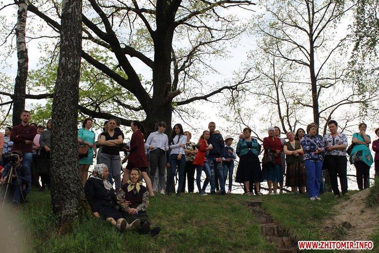 oceZ 14 - На Бабиній горі в Олевську відтворили прадавні обряди древлян: варили мед та водили хороводи