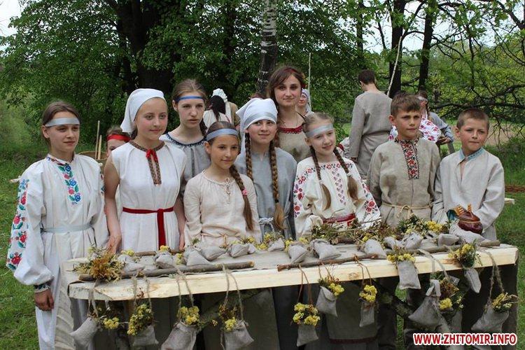 oceZ 15 - На Бабиній горі в Олевську відтворили прадавні обряди древлян: варили мед та водили хороводи