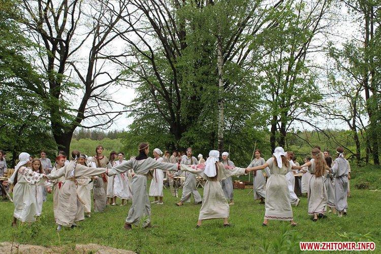 oceZ 17 - На Бабиній горі в Олевську відтворили прадавні обряди древлян: варили мед та водили хороводи