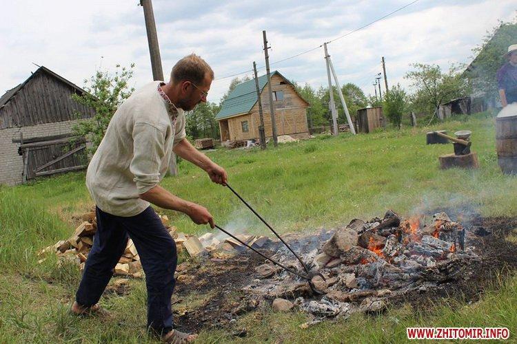 oceZ 19 - На Бабиній горі в Олевську відтворили прадавні обряди древлян: варили мед та водили хороводи
