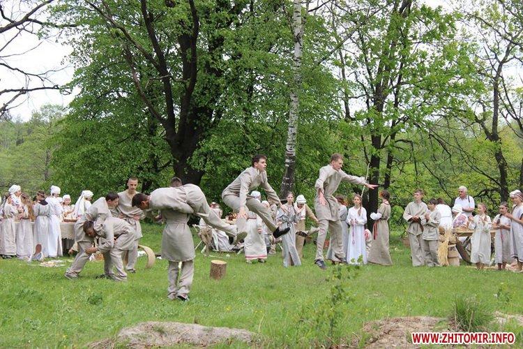 oceZ 21 - На Бабиній горі в Олевську відтворили прадавні обряди древлян: варили мед та водили хороводи