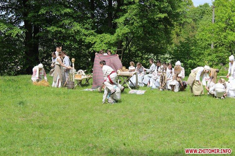 oceZ 22 - На Бабиній горі в Олевську відтворили прадавні обряди древлян: варили мед та водили хороводи
