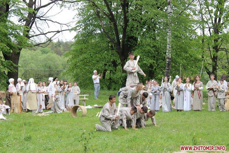 oceZ 25 - На Бабиній горі в Олевську відтворили прадавні обряди древлян: варили мед та водили хороводи