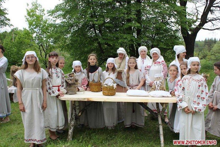 oceZ 28 - На Бабиній горі в Олевську відтворили прадавні обряди древлян: варили мед та водили хороводи