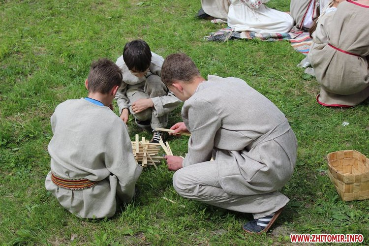 oceZ 29 - На Бабиній горі в Олевську відтворили прадавні обряди древлян: варили мед та водили хороводи