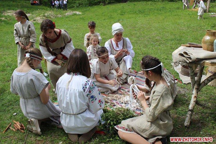 oceZ 30 - На Бабиній горі в Олевську відтворили прадавні обряди древлян: варили мед та водили хороводи