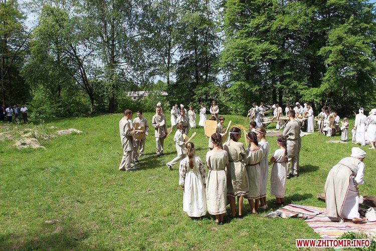 oceZ 32 - На Бабиній горі в Олевську відтворили прадавні обряди древлян: варили мед та водили хороводи