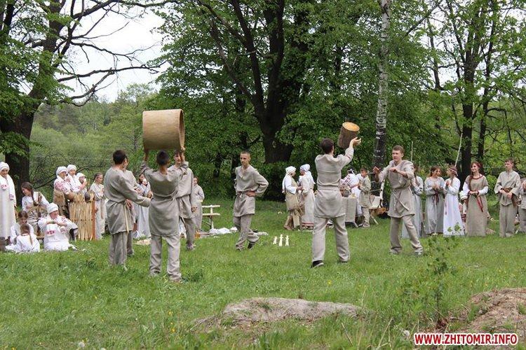 oceZ 34 - На Бабиній горі в Олевську відтворили прадавні обряди древлян: варили мед та водили хороводи