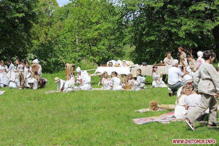 oceZ 35 - На Бабиній горі в Олевську відтворили прадавні обряди древлян: варили мед та водили хороводи