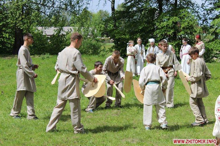oceZ 36 - На Бабиній горі в Олевську відтворили прадавні обряди древлян: варили мед та водили хороводи