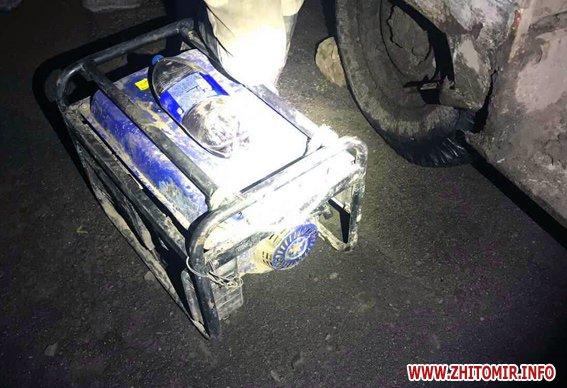 2505PM916image002 - У лісовому масиві в Житомирській області правоохоронці затримали двох рівненських старателів