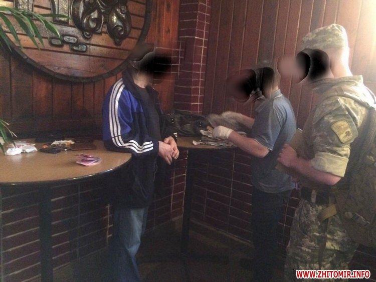 rihlyum cdY 2 - Військова прокуратура Житомирського гарнізону затримала медика, який за гроші обіцяв «відмазати» чоловіка від служби