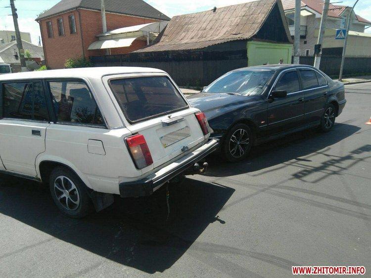 pld 4 - На перехресті в Житомирі BMW пом'яв «Жигулям» дверцята