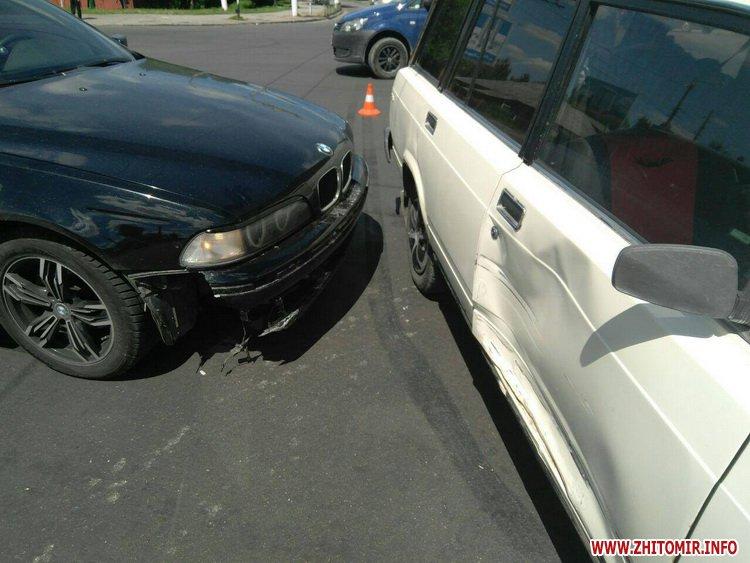 pld 5 - На перехресті в Житомирі BMW пом'яв «Жигулям» дверцята