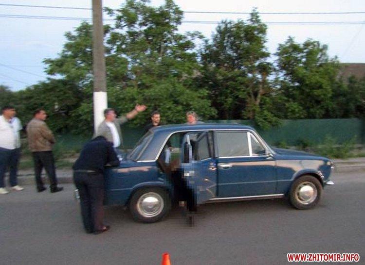 ford tranzit 2 - У Житомирській області випускники на Ford врізалися в дерево