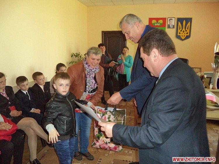 Novui razmer 5 - У Черняхівській РДА вручили нагороди дітям з функціональними обмеженнями, учасникам конкурсу «Повір у себе, і в тебе повірять інші!»