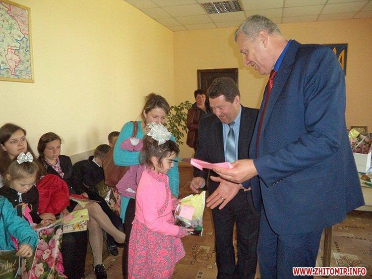 Novui razmer 6 - У Черняхівській РДА вручили нагороди дітям з функціональними обмеженнями, учасникам конкурсу «Повір у себе, і в тебе повірять інші!»