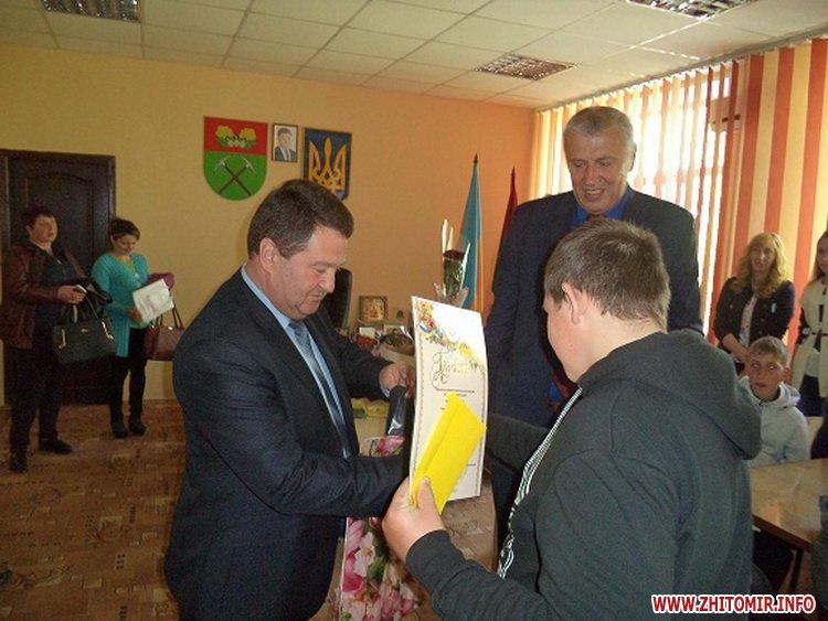 Novui razmer 7 - У Черняхівській РДА вручили нагороди дітям з функціональними обмеженнями, учасникам конкурсу «Повір у себе, і в тебе повірять інші!»