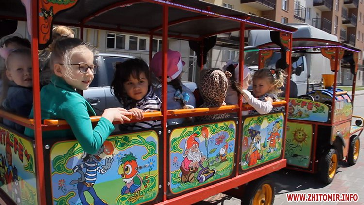 Rozenb fiksiki 05 - Свято для дітей від «Фонду родини Розенблат» у Житомирі: атракціони, повітряні кульки та казкові герої