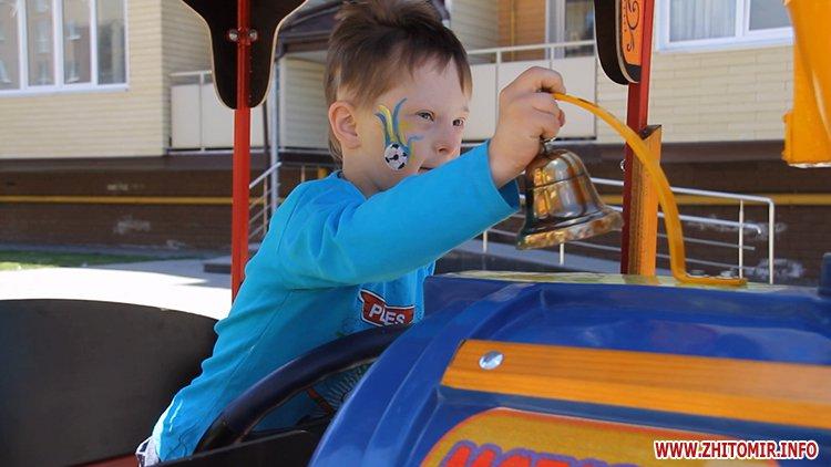 Rozenb fiksiki 09 - Свято для дітей від «Фонду родини Розенблат» у Житомирі: атракціони, повітряні кульки та казкові герої