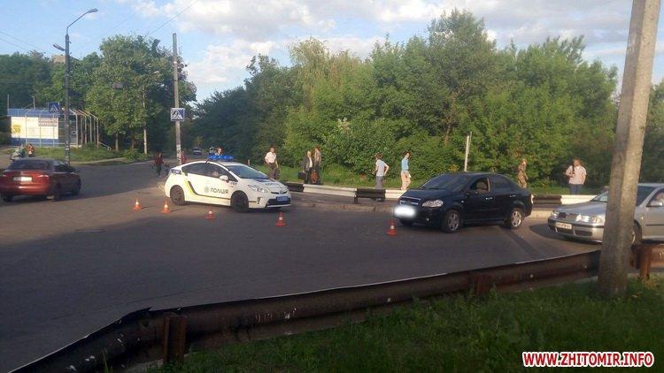 edeniChka 8 - Ще одна ДТП в Житомирі: на т-подібному перехресті не розминулися маршрутка й Chevrolet