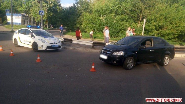 edeniChka 9 - Ще одна ДТП в Житомирі: на т-подібному перехресті не розминулися маршрутка й Chevrolet