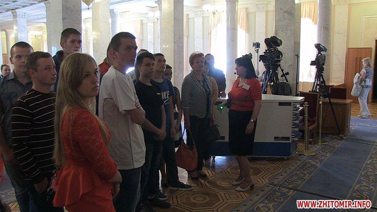 vTope 2 - Борислав Розенблат влаштував вихованцям житомирського училища-інтернату поїздку до Верховної Ради
