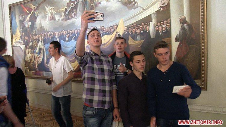 vTope 3 - Борислав Розенблат влаштував вихованцям житомирського училища-інтернату поїздку до Верховної Ради